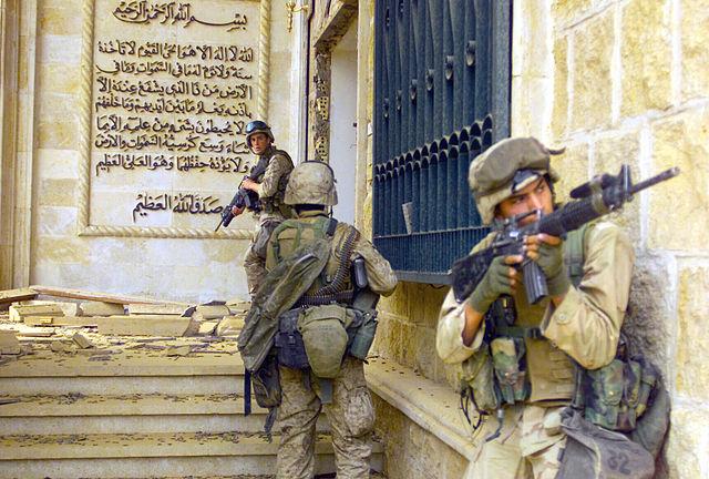 Marines_in_Saddams_palace